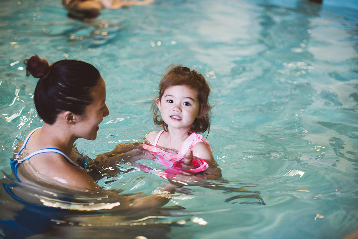 photo Incredible 16 Month-Old Baby Swims Like a Mermaid Video